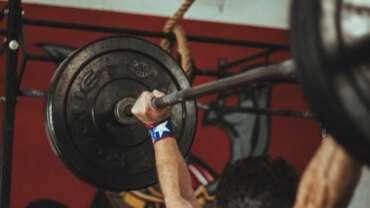 Czy trening siłowy musi być ciężki, aby był efektywny?
