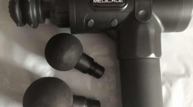 Masażer MEDICADE Impact na siłowni, rowerze i stoku narciarskim